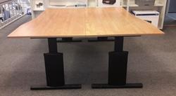 Opstelling met twee tafels  80/90x180cm Zwart/Peer hoogte instelbaar