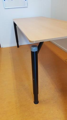 Tafel 80x200cm frame zwart / blad beuken hoogte instelbaar (2e hands)-3