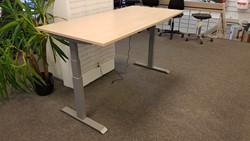 Zit/Sta tafel 90x180cm aluminium/ahorn (demo-model)