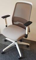 Bureaustoel Interstuhl New Every EV211 wit / zitting ER21 grijsbeige, netbespanning beigegrijs 8125