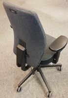 Bureaustoel Be Brave 250 met innovatieve stuituitsparing,  zwart / zwartgrijze blazer stof-2