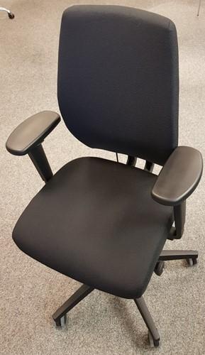 Bureaustoel Be Brave 250 met innovatieve stuituitsparing,  zwart / zwart