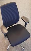 Bureaustoel Be Brave 250 met hoge bondlines rugleuning en innovatieve stuituitsparing, stof Zwart en Gepolijste delen