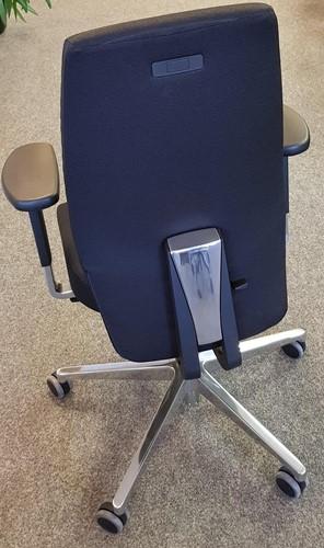Bureaustoel Be Brave 250 met hoge bondlines rugleuning en innovatieve stuituitsparing, stof Zwart en Gepolijste delen-2