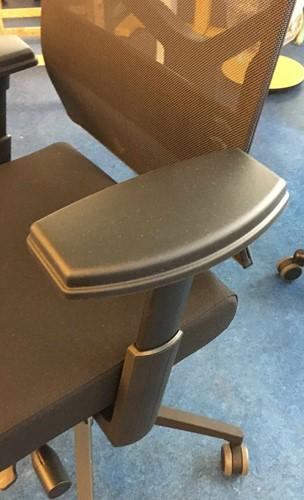 Bureaustoel NEW WAVE 2D met ergotop zwart met NPR armleggers