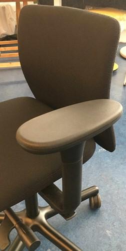 Bureaustoel NEW WAVE 2D met ergotop zwart en standaard armleggers